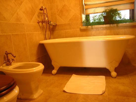 Villa Elena Hotel & Residences : bath tube of my dream