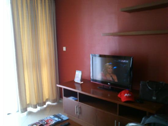 Aston Rasuna: TV area