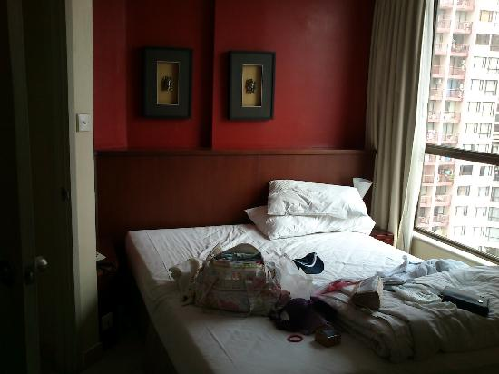 Aston Rasuna: Double bedroom (excuse the mess, packing to depart!)