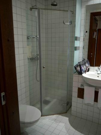 سنتر هوتل بلازا: Bathroom