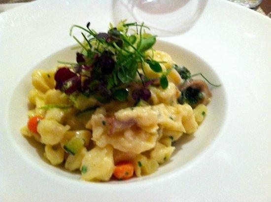 Seasonal Restaurant and Weinbar : Spaetzle with Bergkaese and wild mushrooms