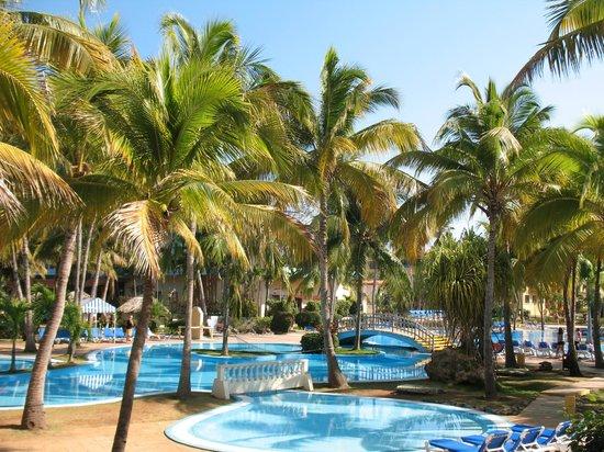 Sol Sirenas Coral Resort: pool area was amazing