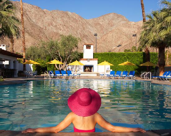 La Quinta Resort & Club, A Waldorf Astoria Resort: Lounging in the Main Pool