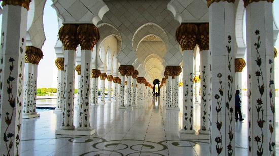 Abu Dabi, Emiratos Árabes Unidos: MEZQUITA DE ABU DHABI