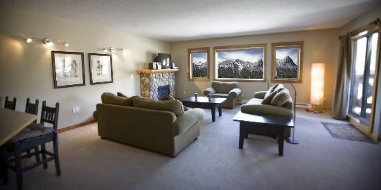 Canmore Crossing: Open Concept Living-Dining-Kitchen Area