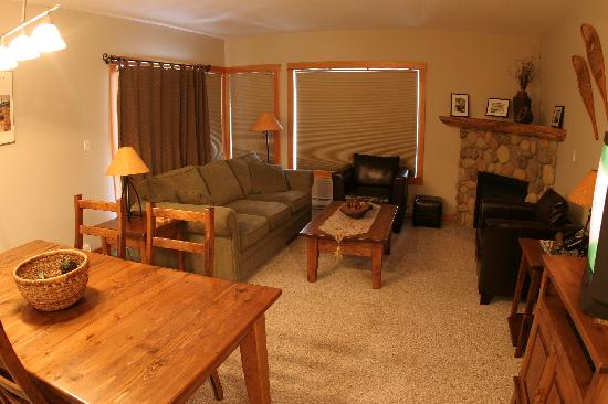Canmore Crossing: Living-Dining Area