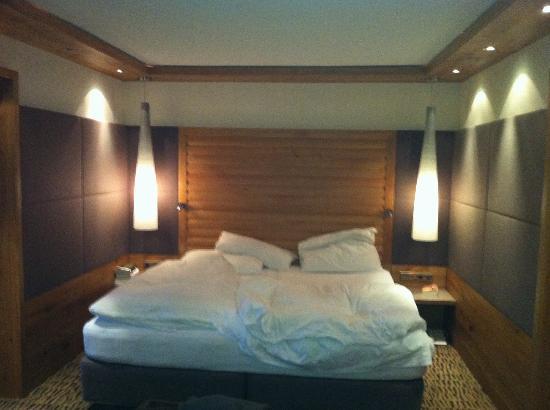 luxus schlafzimmer franzoesische fenster dichte vorhaenge, Schlafzimmer ideen