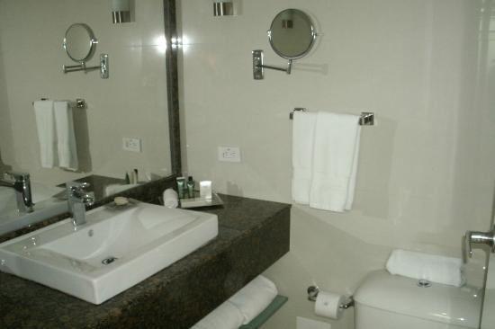 Hilton Cartagena: Bathroom