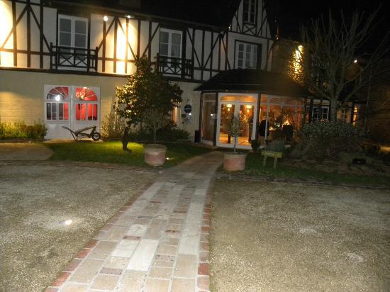 Le Manoir du Lys : extérieur nuit