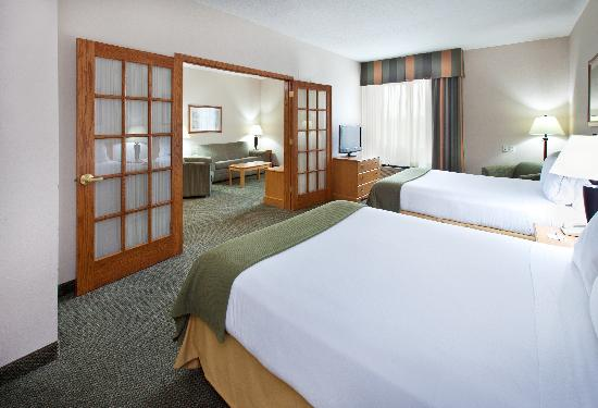 Holiday Inn Express Pella - Executive Two Queen Suite