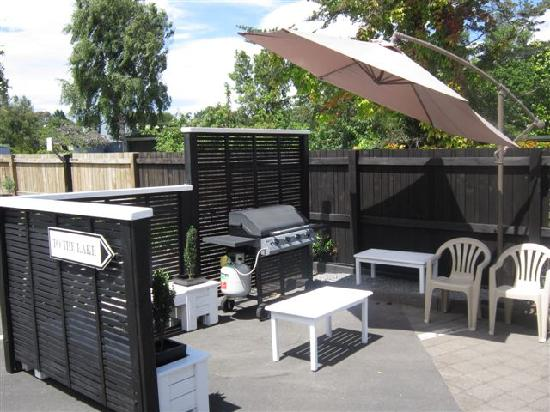 The Cottage Mews Motel Taupo: Guest barbecue area