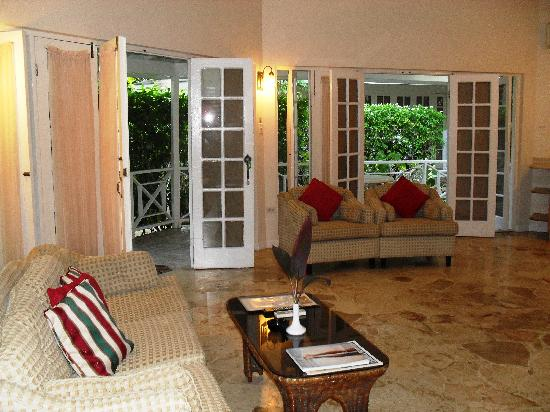 Rondel Village: One bedroom villa living room