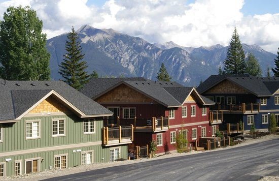 Aspens at Kicking Horse Mountain Resort: Exterior