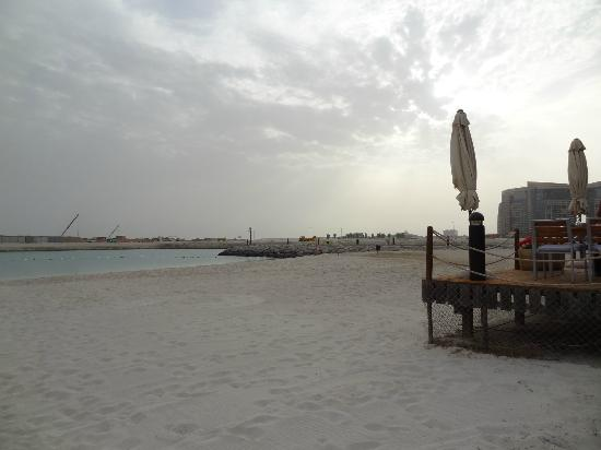 InterContinental Abu Dhabi: Der Ausblick vom Strand / Beautiful look from the beach