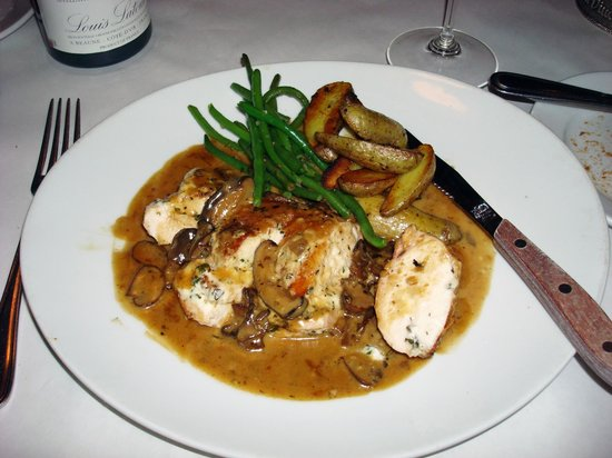 Fifi's Bistro Cafe: Fifi's, Chicken Breast with Chanterelles