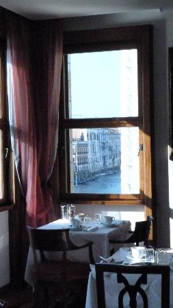 Ca' Angeli: The view of the Grand Canal from the breakfast room