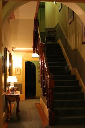 Simpsons of Potts Point Hotel: The way to our room
