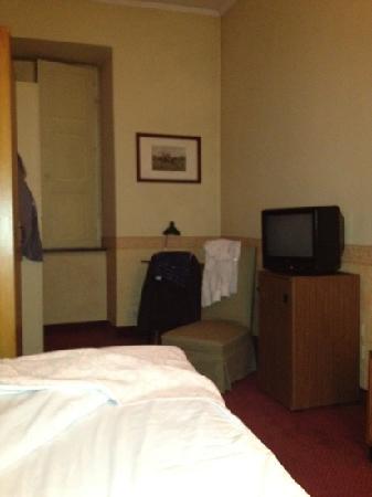 Hotel Roma e Rocca Cavour: camera 3,5 mt per 2 metri