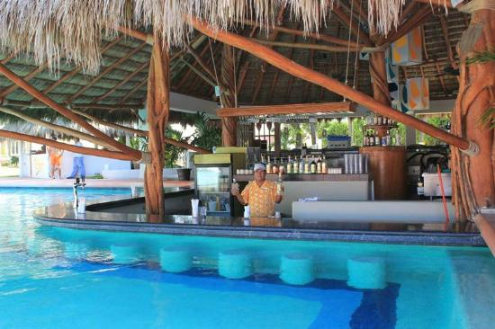 Sunscape Dorado Pacifico Ixtapa: Un bar à la piscine