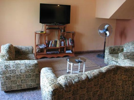 Green Track Hostel: TV lounge with A/C