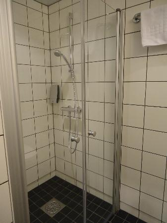 Thon Hotel Kirkenes: Shower