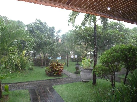 Inna Sindhu Beach: great garden view from room