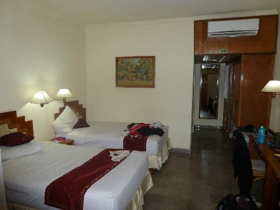 Inna Sindhu Beach: Bungalow room
