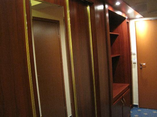 Hotel Golebiewski: Wardrobe