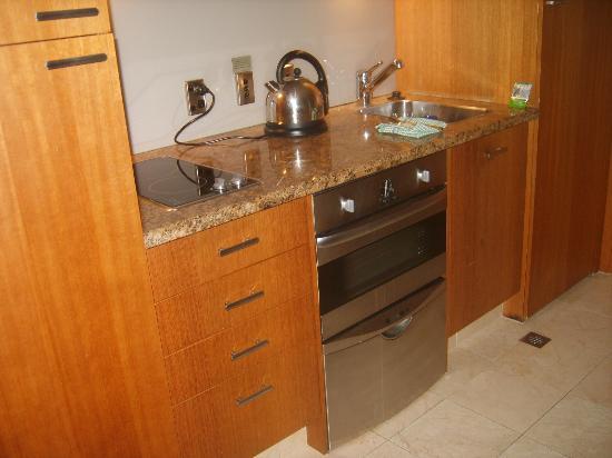 Metro Suites Apartment Hotel: Cuisine