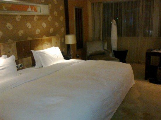 Bohao Radegast Hotel Beijing: Huge bed