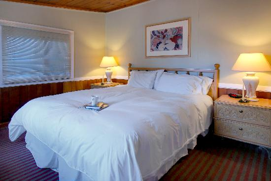 Ocean Echo Inn & Beach Cottages: Cottage #3 Master Suite with a King bed.