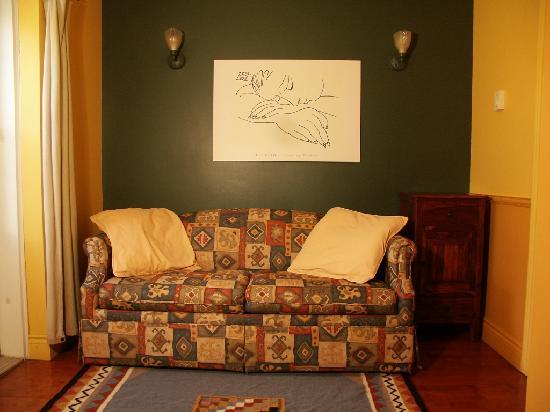 Au GitAnn B&B : Picasso living room