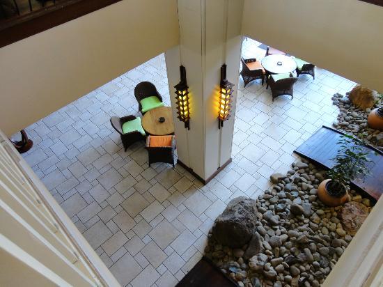 Le Surf Hôtel : Indoor bar area