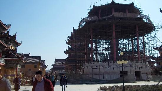 Jinshan Temple: Buddha temple under construction