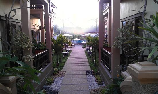 Ang Thong Hotel: Walk-Way