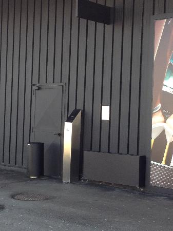 Prada Outlet (Space) : steel machine to get your ticket number