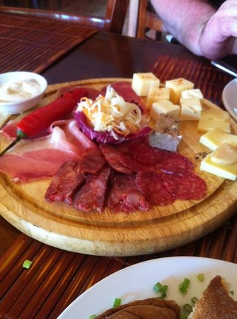 La Mancha Restaurant: cheese and cold meats
