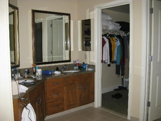 Marriott's StreamSide Evergreen at Vail: Large, walk-in master closet