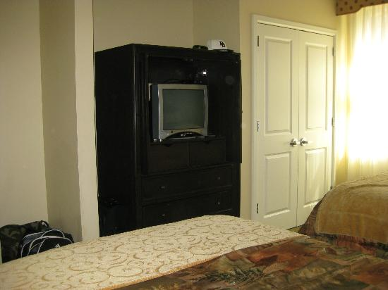 Marriott's StreamSide Evergreen at Vail: Small, very old TV in 2nd guestroom