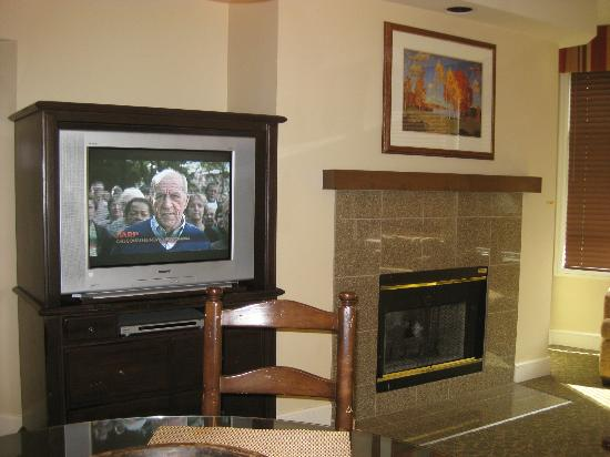 Marriott's StreamSide Evergreen at Vail: Old TV in livingroom