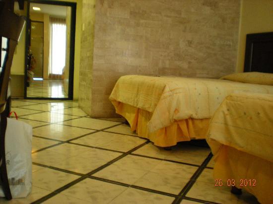 Hotel Ambassador Merida: Room