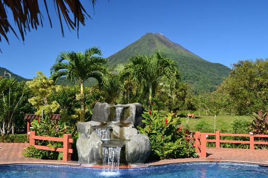 Hotel La Pradera: Volcano view from cabins