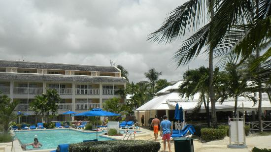 Turtle Beach by Elegant Hotels: At the beach looking back at the hotel and pool area