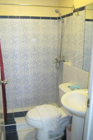 Subic Park Hotel: bathroom