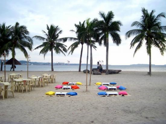 Subic Park Hotel: Waterfront beach area