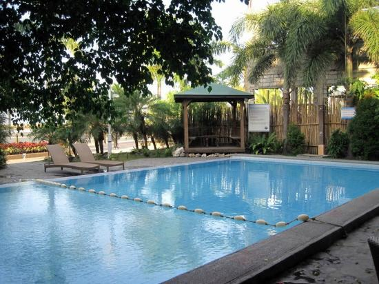 Subic Park Hotel: resort pool