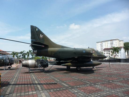 Army Museum: Jet plane outside museum