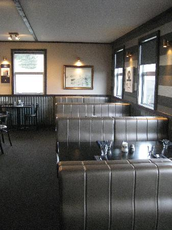 The Moorings Restaurant & Conference Centre: Booth Seating!