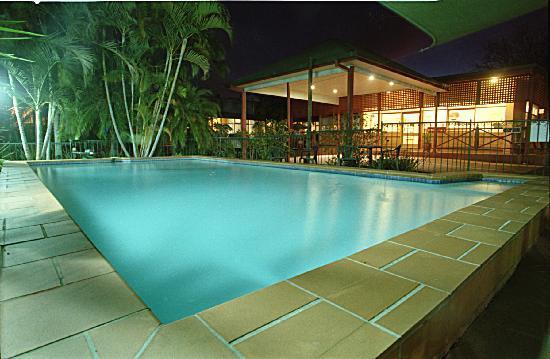 Dawson Motor Inn: Pool & Reception