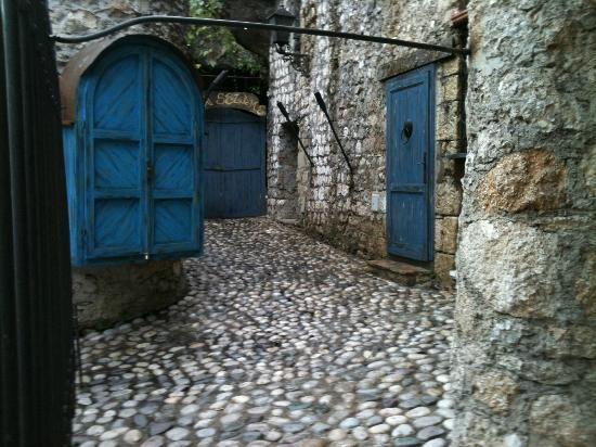 Villa Fortuna B&B: Street of old Mostar